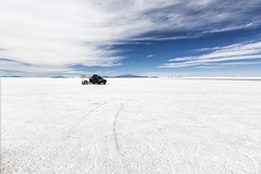 Picnic lunch at Salar de Uyuni (yan08865) Tags: salar de uyuni sky snow landscape bolivia depth salt flat nature solo travel pavlis flow earth photographers pics beautiful end horizon endless desert unlimited photos greatphotographers
