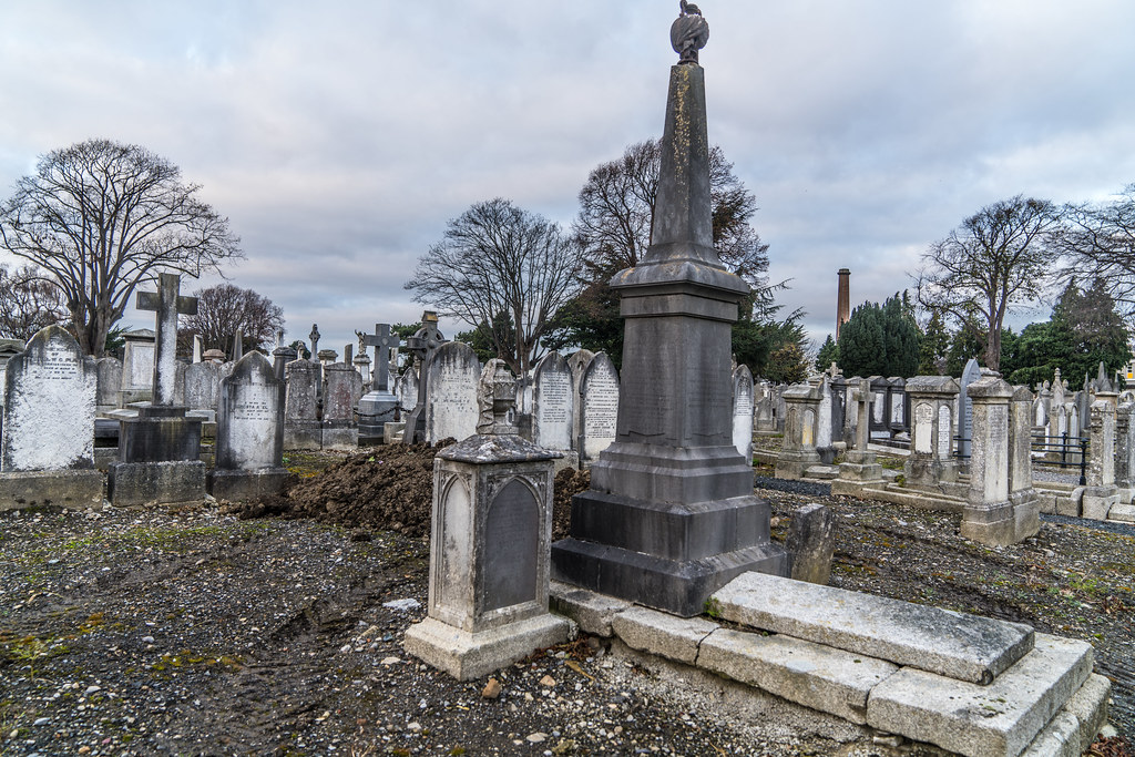 MOUNT JEROME CEMETERY IS AN INTERESTING PLACE TO VISIT [IT CLOSES AT 4PM]-134283