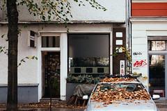AUTUMN, Berlin / Germany 2017 (monoauge) Tags: autumn fall herbst berlinostberlin friedrichshain chefhain berlinfriedrichshain boxhagenerplatz boxi composition komposition still stilllife leaves blätter street streetshot streetphotography urban kiez germany fuji fujifilm fujix70 fujifilmx70 x70 myfujilove