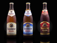 Benediktiner Beer Family on black (Alvimann) Tags: alvimann benediktiner benediktinerweissbierdunkel weissbierdunkel benediktinerweissbieralcoholfrei weissbieralcoholfrei benediktinerweissbier benediktinerdunkel dunkel alcoholfrei weissbier blackwheatbeer wheatbeer witbier nonalcoholic noalcohol noalcoholica cervezadetrigo cervezaturbia german germany alemania alemana industrial bebe bebida beer beber beverage beers alimento taste tastes sabor sabores drink drinking montevideouruguay montevideo bottle botella fotografia producto fotografiadeproducto productphotography product photography photo foto marca marketing brand branding label labels etiqueta etiquetas drop drops gota gotas chill chilled frio fria