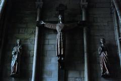 15 - Reims - Basilique Saint-Remi - Crucifixion, 14ème siècle (melina1965) Tags: reims marne grandest octobre october 2017 nikon d80 sculpture sculptures statue statues église églises church churches croix cross crosses