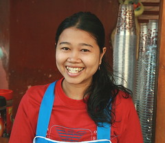 big smile from a pretty food vendor (the foreign photographer - ฝรั่งถ่) Tags: big smile food vendor young lady teeth phahoyolthin road bangkhen bangkok thailand canon