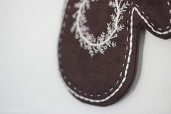Cozy Mittens (Cozy Memories) Tags: cozymemories wallhanging coasters mittens gingerbread icedbiscuits linen freehandembroidery handmade handcrafted