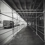 Perspective urbaine #montreal #quebec #canada #toronto #ontario #bw #bnw #bnw_city #bnw_one #bnw_dark #bnw_of_our_world #dailypic #snapseed #lenkacam #igerscanada #igersquebec #igersmontreal #igerscanada #torontolife #torontophoto #toronto_insta #creative thumbnail