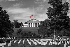 Cementerio Nacional de Arlington (Jon Ortega Photography) Tags: cementerio nacional arlington cemetery national usa virginia rip veterans veteranos guerra war peace paz calma calm honor gloria glory flag bandera blackandwhite blancoynegro monochrome monocromo travel viajes