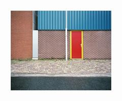 red door (ha*voc) Tags: mamiya7ii 65mm rangefinder film kodakektar100 120 mediumformat 6x7 urban abstraction urbanabstraction ijmuiden banal