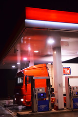 Corrispondenze (Vincenzo Elviretti) Tags: rosso bianco autotrasporto autotrasportatori autostrada del sole area di servizio stazione rifornimento sosta camion luci riflesso notte strada road highway hell acdc ac dc night light