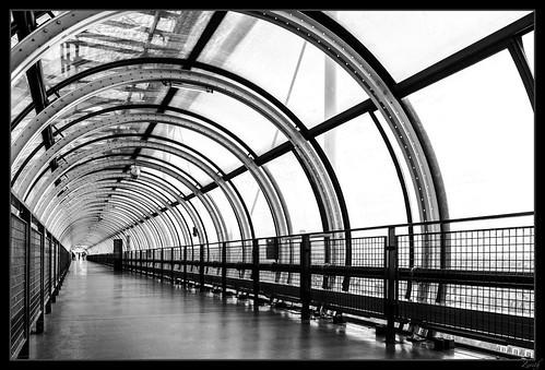 Dynamics tunnel B&W