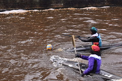 Kanopieten met een bal (zaqina) Tags: bal water kano kanopieten pieten intocht sinterklaasintocht gorningen sinterklaasintocht2017 18nov17 intochtgroningen 18nov