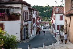 BASTIDE CLAIRENCE-111 (MMARCZYK) Tags: rouge pays basque france nouvelleaquitaine pyrénéesatlantiques bastideclairence 64 architecture vernaculaire colombage bastide navarre