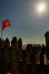 Luz para una bandera (Miguel.Herrera) Tags: castillodealmodóvar bandera sol castillo luz