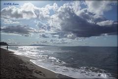 Olvido (mariadoloresacero) Tags: nuages ciel vagues mer plage homme beach waves sea clouds sky man hombre nubes olas arena playa mar ilca68 sony