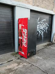 abandoned coke machine (chrisinplymouth) Tags: coke vending abandoned plymouth devon england uk cw69x machine cocacola 2017 city urb diag r084 xg diagonal camminante plain