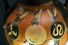 soldiers (wsrmatre) Tags: greek grec griego antigüedad antiquité antiquity greece grèce grecia wsrmatre ericlopezcontini wsrmatrephotography museum museo musée caixaforum ceramics cerámica potterie earthenware art arte