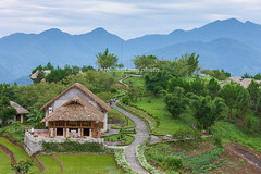 _J5K8985.0513.Resort Topas Ecolodge.Thanh Kim.Sapa.Lào Cai (hoanglongphoto) Tags: asia asian vietnam northvietnam northwestvietnam landscape scenery vietnamlandscape vietnamscenery vietnamscene resort resorttopasecolodgesapa hill tophill house home road sky buildingconstruction hillside canon tâybắc làocai sapa thanhkim phongcảnh khunghỉdưỡng conđường côngtrìnhxâydựng nhà bầutrời ngọnđồi đỉnhđồi sườnđồi canoneos1dsmarkiii canonef70200mmf28lisiiusm mountain sierra núi dãynúi flanksmountain sườnnúi