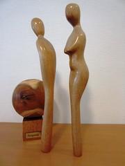 Ab-und Zu -Neigung (hussi48) Tags: mannfrau würfelkugel gegensätze holz skulpturen kontraste gegenseitigeergänzung
