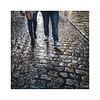 ... (ángel mateo) Tags: ángelmartínmateo ángelmateo granada andalucía españa paseodelostristes albaicín pareja botas empedrado hoja otoño lluvia mojado couple boots cobblestone leaf autumn wet rain