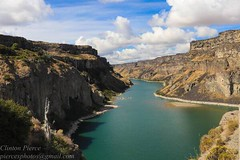 Snake River, Idaho (Pierce Rasmussen) Tags: canoneos80d canoneos canon landscapelovers landscapes landscape mountain water clouds valley cliff cliffs snakeriver snake river rivers