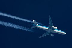 KLM Boeing 777-206(ER) PH-BQL (Thames Air) Tags: klm boeing 777206er phbql contrails telescope dobsonian overhead vapour trail