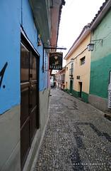 Dans les rues de La Paz (jmboyer) Tags: bo2253 bolivie bolivia travel ameriquedusud canon voyage ©jmboyer lapaz nationalgeographie potosi canon6d yahoophoto géo yahoo photoyahoo flickr photos southamerica sudamerica photosbolivie boliviafotos bolivien bolivienne tribal canonfrance eos googlephotos instagram