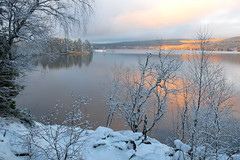 Early Winter Scenery (bjorbrei) Tags: shore water lake snow winter trees bushes forest hills tranquil calm serene sky clouds sunset maridalen maridalsvannet oslo norway