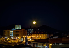 Christmas Super Moon Rising Roanoke (Terry Aldhizer) Tags: christmas super moon rising roanoke virginia hotel higher education center jupiter rocket norfolk southern city read mountain blue ridge terry aldhizer wwwterryaldhizercom