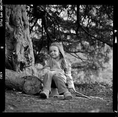 Bronica SQ-A-020-004 (michal kusz) Tags: bronica sqa ilford hp5 zenzanon s 40mm ddx epson v600 portrait tree kid girl frame film format 120 squere sq scotland bw blackandwhite monochrome medium monochromatic