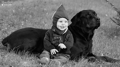 L'enfant et sa Gardienne (Laurent Quérité) Tags: canoneos350d noirblanc blackwhite portrait animal chien saintpauletdecaisson france gard canonflickraward canonfrance