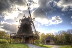 Meet the sky (blavandmaster) Tags: nuages ostwestfalen sky 6d landschaft landbrug 40millions paysage himmel clouds tyskland wolken openluchtmuseum skyer windmühle watermill windmill 2017 detmold interesting duitsland fachwerk lyng harmonic christiankortum ciel hemel freilichtmuseum ferrytale lumière lys canon colours building himlen storybook landbouw landscape germany happy architektur deutschland countryside eos6d eastwestphalia allemagne architecture 40millionviews openairmuseum kleuren perfect light landskabet