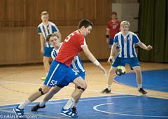 Dicken - BK46 (AP) (aixcracker) Tags: handball handboll käsipallo handis käsis pirkkola britas helsinki helsingfors suomi finland karis karjaa dicken bk46 nikond3 iso3200 sports sport urheilu team lag joukkue teamsports lagsport joukkueurheilu pojat boys pojkar a indoors inomhus sisätiloissa sisätila green grön vihreä punainen röd red blue blå sininen white vit valkoinen ball boll pallo