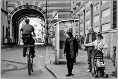People and bicycles-2 (vzotov.doc) Tags: fujifilm xpro1 xf35mmf1 4 siti street europe pictures vladimir zotov
