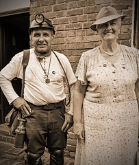 Major And Miner. (Cycling Saint) Tags: blackcountrymuseum1940sevent ww2reenactment nikond6002470f28 1940sreenactors 1940sreenactment livinghistory vintageevent portraits people monochrome blackandwhite dudley