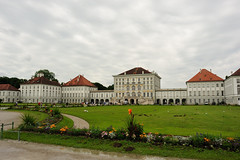 Schloss Nymphenburg (Gabriel Bussi) Tags: germany alemania allemagne germania deutschland ドイツ münchen munich bayern baviera bavaria bavière nymphenburg palacio palace palast palazzo palais パレス jardín garden garten giardino jardin みわ castle castillo castello schloss chateau casco antiguo viejo ciudad vieja altstadt stadtkern historischer histórico historic old city centre center centro antico cità vecchia cité antique historique fountain fuente fontaine fontana fontäne springbrunnen agua wasser eau water acqua schwan cisne cygne swan