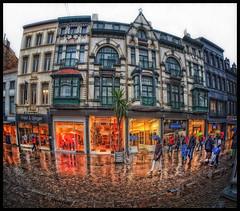 Oostende Regenwinkelstraat (glessew) Tags: regen rain oostende ostend winkel laden vlaanderen westvlaanderen belgië belgique belgium