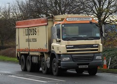 Lloyds animal feed DX58 BBK at Welshpool (Joshhowells27) Tags: lorry daf cf bulk animal feed