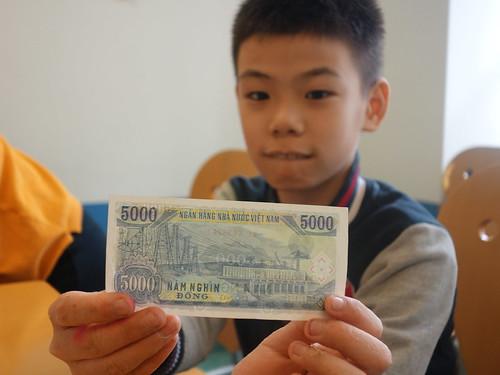 Avec un des plus petits billets vietnamiens