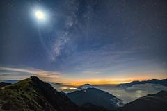 合歡山主峰~銀河伴月~  Milkyway with the moon (Shang-fu Dai) Tags: 台灣 taiwan 南投 nikon d800e sky landscape formosa galaxy 銀河 星空 銀河伴月 samyang14mmf28 milkyway 合歡山 mthehuan 3417m 主峰 戶外 雲 天空