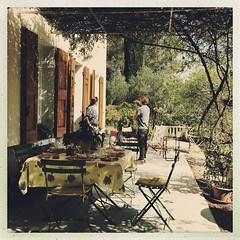 C'est bientôt prêt... (woltarise) Tags: france maison terrasse pergola aubagne sud repas soleil campagne