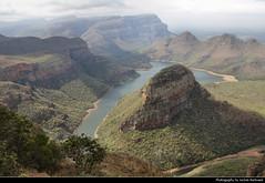 Three Rondavels Lookout, Blyde River Canyon, South Africa (JH_1982) Tags: three rondavels lookout blyde river canyon blyderivierspoort fluss tal view aussicht aussichtspunkt drakensberg blyderivierkloofnatuurreservaat natuurreservaat escarpment nature landscape landschaft scenery scenic mpumalanga reserve motlatse south africa rsa za südafrika sudáfrica afrique sud sudafrica 南非 南アフリカ共和国 남아프리카 공화국 южноафриканская республика جنوب أفريقيا
