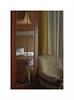 En la ducha (juan jose aparicio) Tags: habitación room color espejo mirror sofa cortain reflect reflejo cama bed roomscape