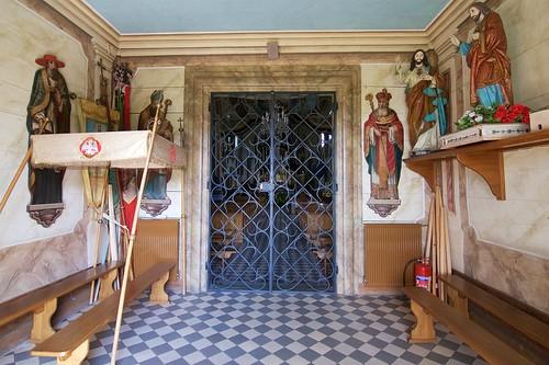 Wnętrze kruchty zachodniej kościoła Niepokalanego Poczęcia NMP w Jasienicy Rosielnej