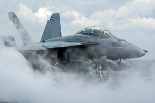 Boeing F/A-18F Super Hornet VFA-32 Fighting Swordsmen 166667 / 105
