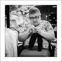 Images Singulières du Portugal #68 (Napafloma-Photographe) Tags: 2017 algarve bandw bw catégorieprojet géographie métiersetpersonnages personnes portugal techniquephoto vacances blackandwhite couturière monochrome napaflomaphotographe noiretblanc noiretblancfrance photoderue photographe province streetphoto streetphotography caldasdemonchique pt