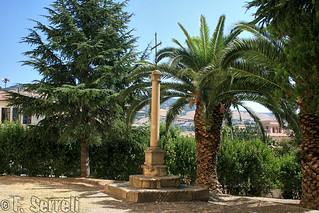 Tuili - Colonna e croce di ferro