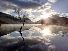 Padarn lake reflection. (ohefin) Tags: lonely padarn lake llanberis misty sunrise samsung j52017 natural beautiful flickr hefin owen beauty light water mountains reflected mirror image november 2017 winter