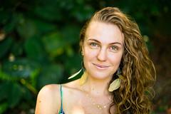 Natural (Diego S. Mondini) Tags: retrato portrait loira blonde girl smile sorriso natural cachos eyes blueeyes
