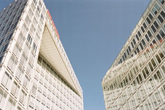 standalone (flyerkat_L.E.) Tags: spiegel hamburg city architecture space film analog agfavista200 nikon fm2 35mm