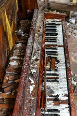 Chernobyl (Jorge Franganillo) Tags: ucrania chernobyl chernóbil kyivskaoblast ukraine radiactividad radioactivity ghosttown abandoned abandonado piano broken destroyed destruction decay derelict