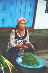 Mandi [ market] (La vita e bella; la vita e amore) Tags: bali indonesia nusa penida volcanobali street vendor streetvendor marketplace market vegetables sunshine placesinbali mandi