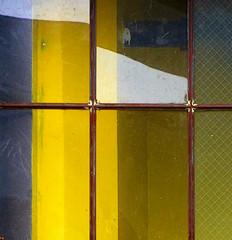 (msdonnalee) Tags: window ventana janela fenster finestra yellow glass glas vidrio abstractreality geometry geometria